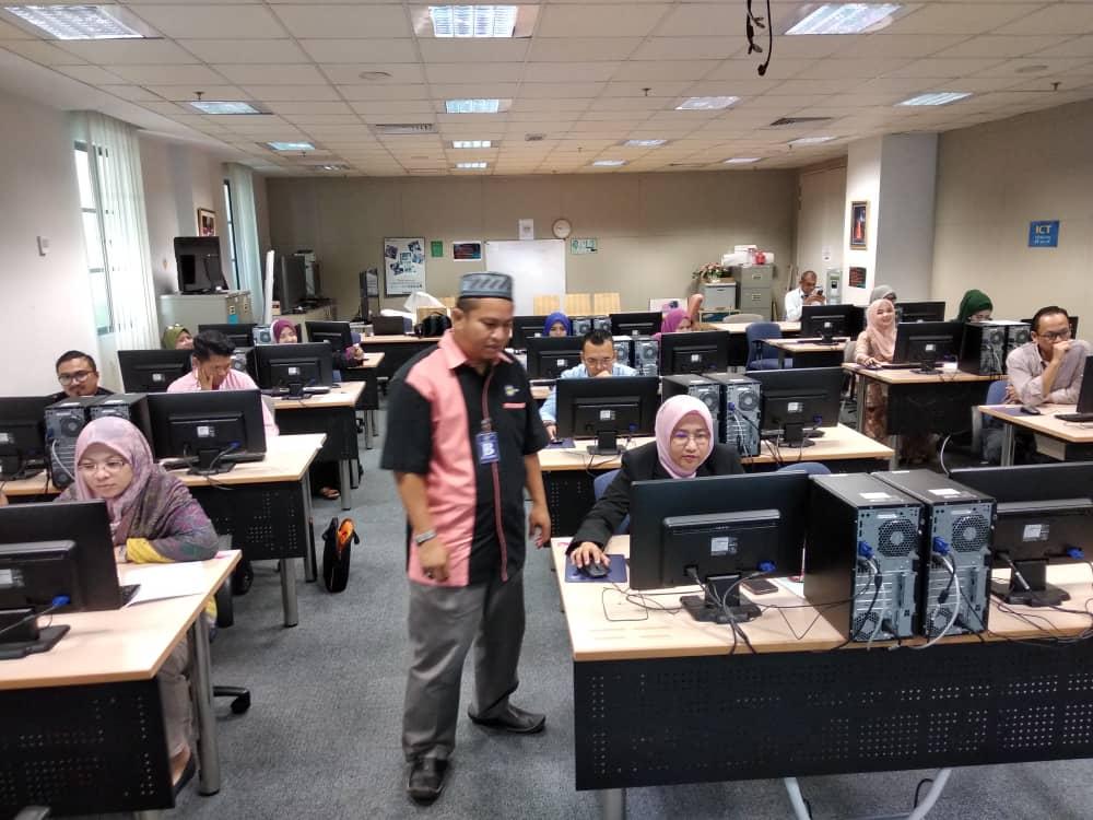 Kursus MsOffice Word di Kementerian Hal-Ehwal Ekonomi Putrajaya - trainer Che Wan Shamsul