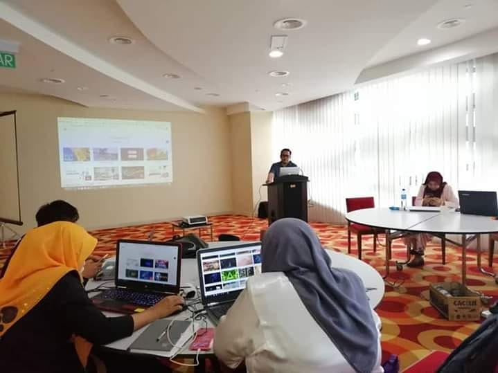 En Muizz training Animasi2D Powtoon di Kementerian Wanita Putrajaya