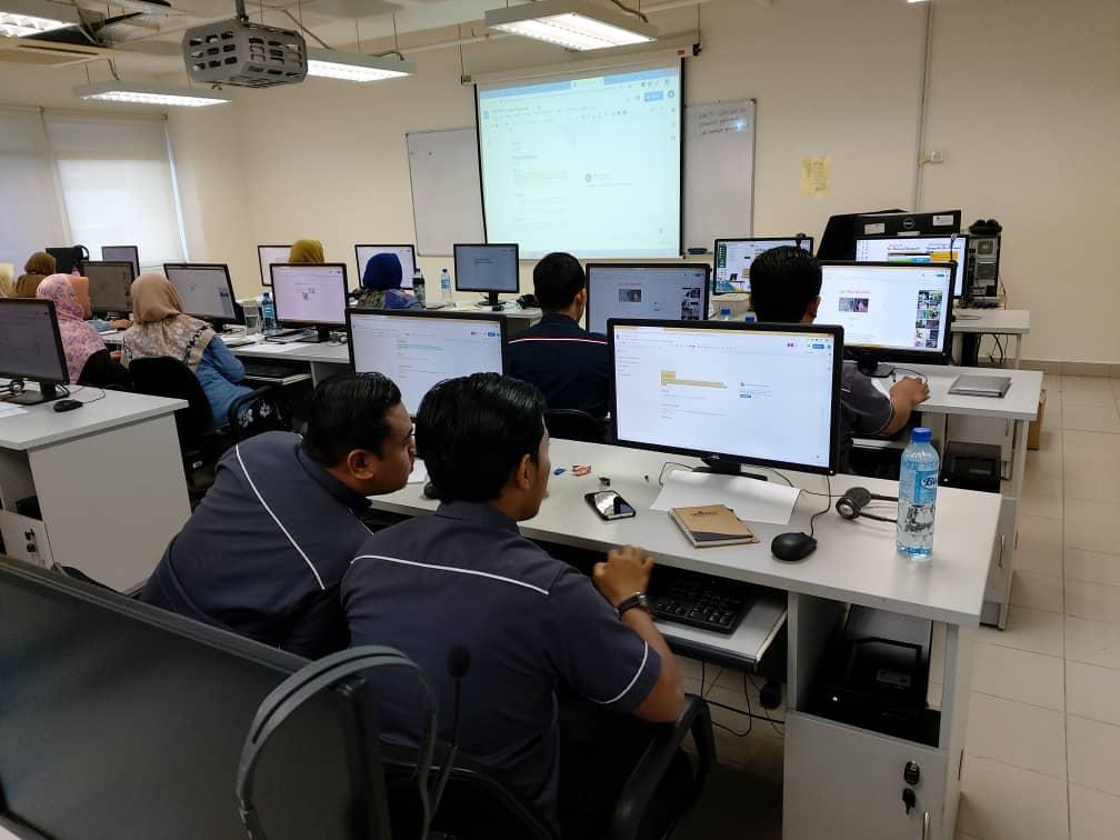 Google Suites training at University of Malaya Centre for Continuing Education Oktober 2019 Muizz Salleh