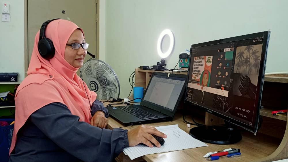 Kursus perisian pejabat MSOffice - bersama Pn Mahani di FPTT UTEM (online)